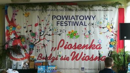 Sukces uczniów naszej szkoły na Powiatowym Festiwalu Piosenki w Siecieborzycac